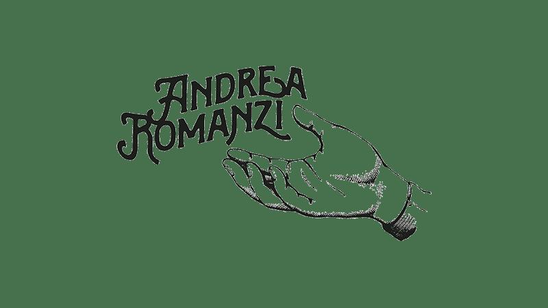 Wider View Portfolio Andrea Romanzi Logo con mano